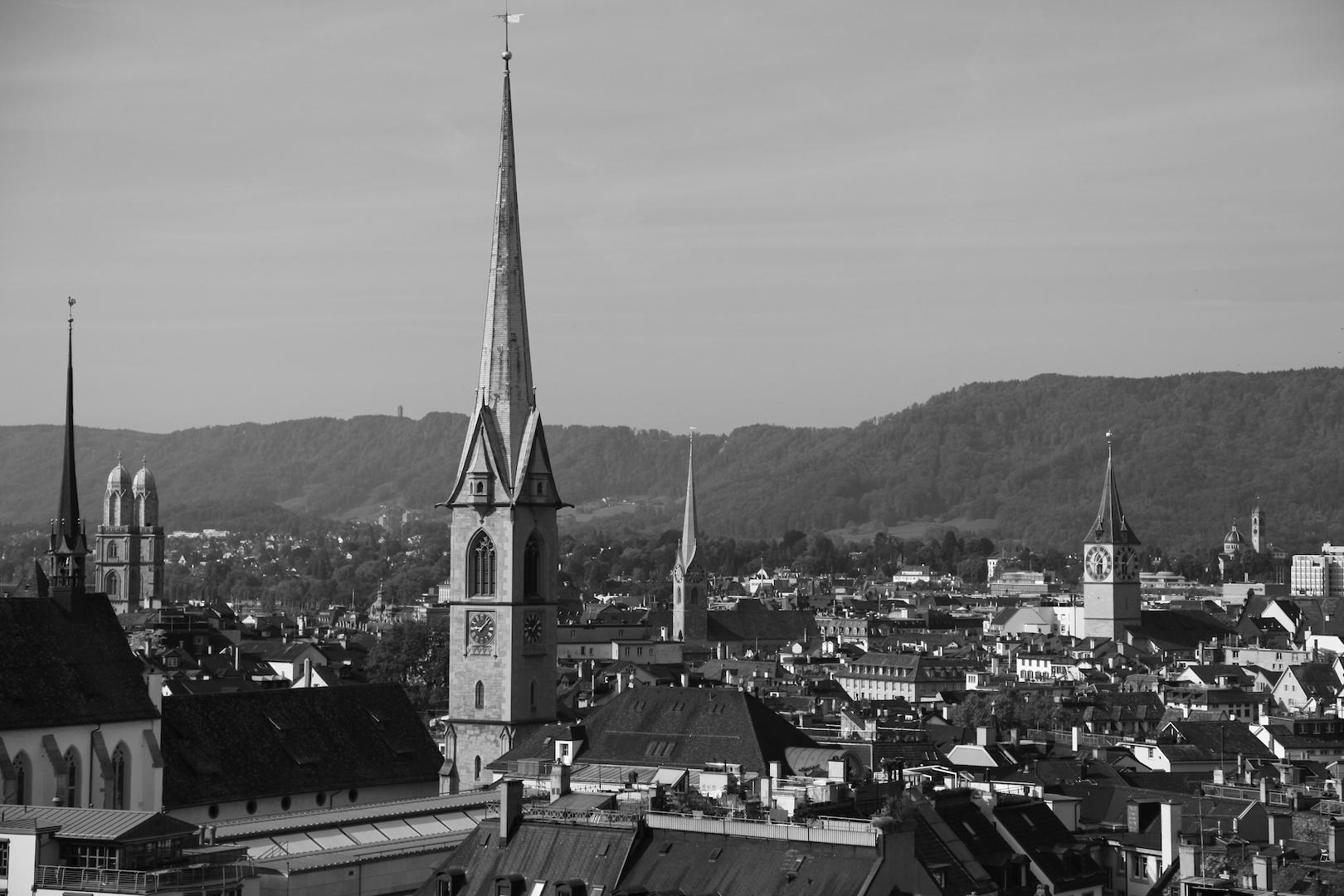塔のある町.jpg